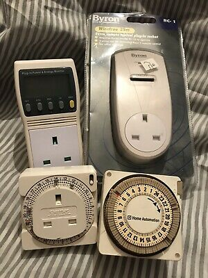 4 Plug In Timer & Energy Monitor 1 New, 3 Used Selling As A Job Lot