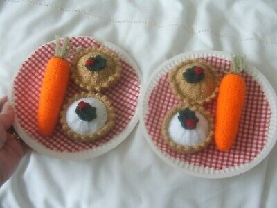 Hand knitted food : 2 x Santa's Treat : Mince Pies & Carrots