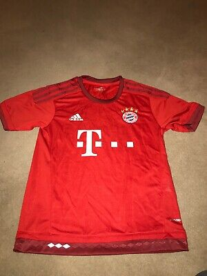 Adidas Bayern Munich boys size 26 inch chest football shirt red home