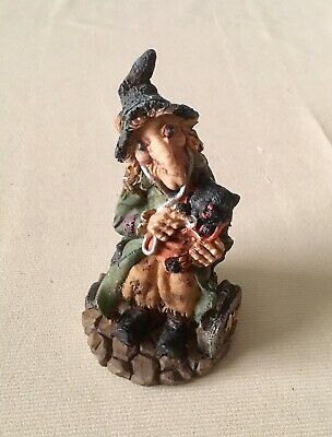 Witch Holding Black Cat Resin Figurines 11cm