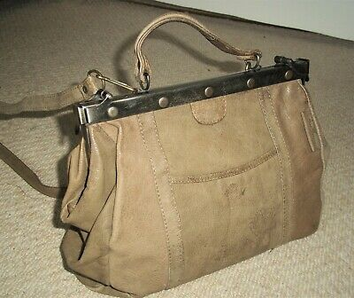STUNNING VINTAGE 1980's TAUPE LEATHER TOP HANDLE GLADSTONE BAG/SHOULDER BAG