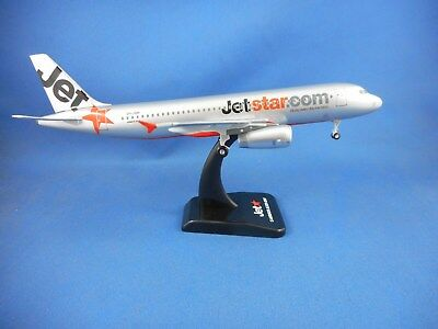 JETSTAR AIRWAYS AIRBUS A320-200AIRCRAFT MODEL - Scale 1:200