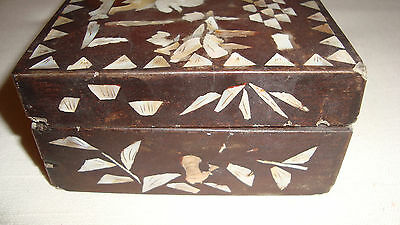 Great Antique Chinese Papier Mache Box w. Mother of Pearl ca. 1920 [Y8-W6-A9]