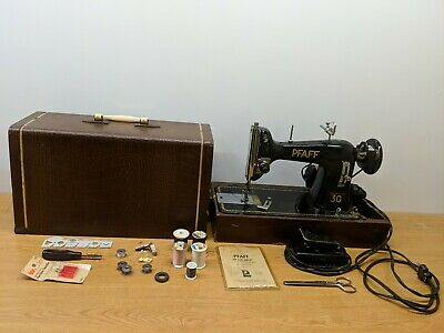 Vintage Pfaff 30 Black Cast Iron Sewing Machine With Portable Carrying Case