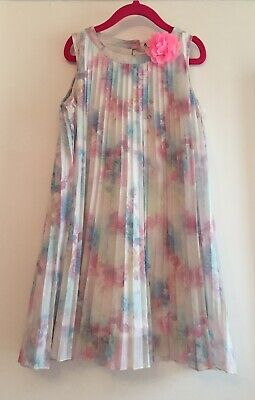 H&M Floral Dress With Flower. Aged 7-8 Yeads. Immaculate.