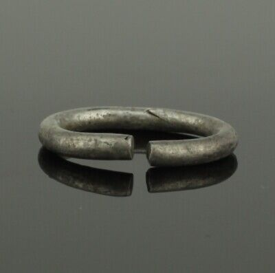 ANCIENT VIKING CHILDS SILVER RING - CIRCA 9th/10th CENTURY    073