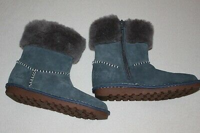 Shoes: Gorgeous blue boots by Clarks, older girls UK 2,5 F  VGC