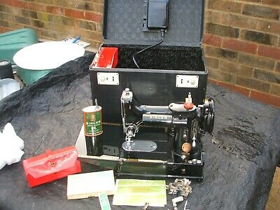 Singer 222 K RED S Featherweight Free Arm Sewing Machine w Accessories