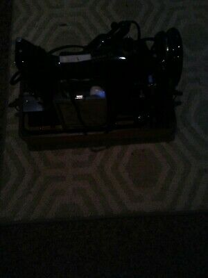 Vintage Singer Model 99-31 Sewing Machine with Case Accessories & Instructions