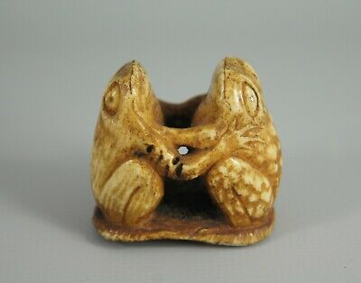 Fun Antique Japanese Meiji / Taisho Carved Bovine Bone Frog Netsuke / Okimono