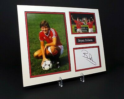 Bryan ROBSON Signed Mounted Photo Display AFTAL COA Ex Manchester United Player
