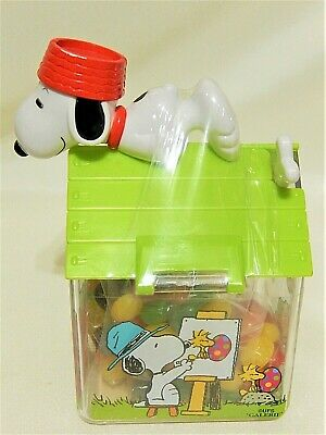 Peanuts Snoopy the Painter Happy Easter  Candy Plastic Dog House with Woodstock