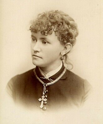 Antique Photo Cabinet Card LOVELY YOUNG WOMAN FASHION by BRADLEY DAYTON OHIO