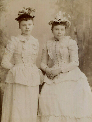 Antique Photo Cabinet Card TWO YOUNG WOMEN TEEN FASHION by COLLINGS LINCOLN NEB