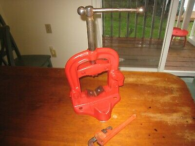 """USA MADE BENCH YOKE PIPE VISE - 1/8"""" to 4"""" CAPACITY REED ? WITH RIDGID WRENCH"""