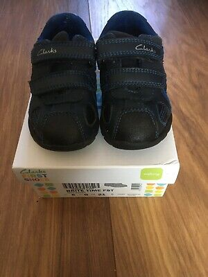 VGC Hardly Worn Infant Boys Navy Leather Shoes With Lights Size UK 5G
