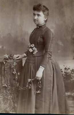 Antique Photo Cabinet Card LOVELY YOUNG WOMAN FASHION by PHELPS HOLYOKE MASS