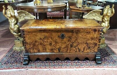 Spanish Chest In Solid Blond Walnut Root 17th Century