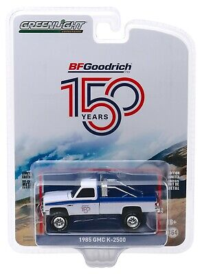 1:64 GreenLight *ANNIVERSARY COLLECTION 10* White 1985 GMC K-2500 Pickup *NIP*