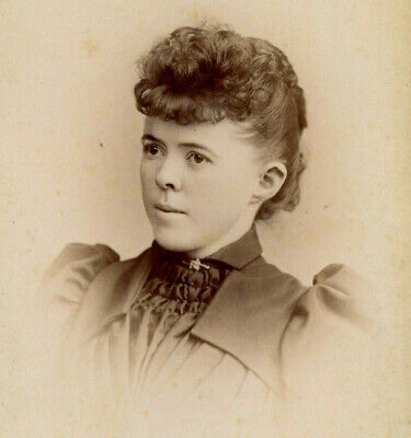 Antique Photo Cabinet Card LOVELY YOUNG WOMAN FASHION by DRYER INDIANAPOLIS