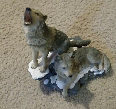 """2002 Home Interiors """"Howling at the Moon"""" Grey Wolves Statue Figurine 11733-02"""