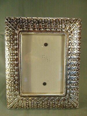"""Vintage metal stand alone picture frame 8 1/2"""" x 10 1/2"""" photo 4 3/4"""" x 6 3/4"""""""