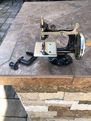 VINTAGE 1922 SINGER 20 TOY SMALL CHILD Antique SEWING MACHINE
