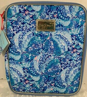 Lilly Pulitzer Zip Folio Featured in Wave After Wave Pattern  $42.00 NWT (3)