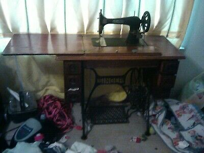 Early 19th century Singer sewing machine with original instructions good conditi