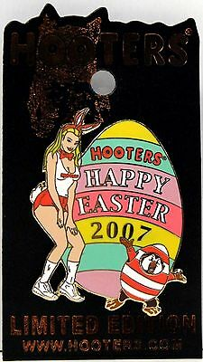 HOOTERS HOLIDAY HAPPY EASTER 2005 BUNNY GIRL WITH EGG LAPEL PIN