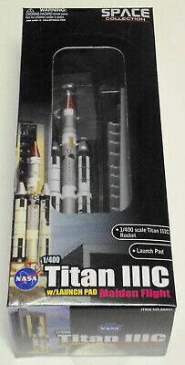Space Atlas V Rocket with Launch Pad DRAGON WINGS 56246  1:400