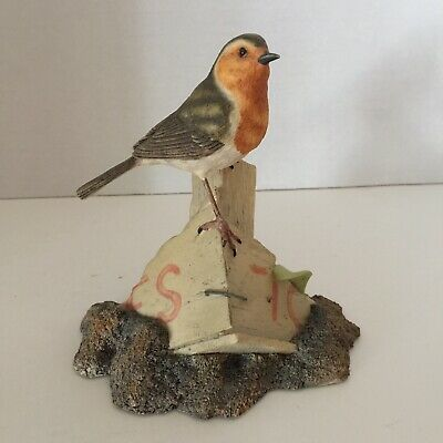 Border Fine Arts, Robin On Wooden Box, By Ray Ayers Hand Made In Scotland