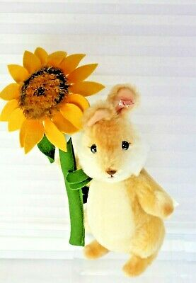 "Steiff - ""Sunny The Springtime Rabbit"" - 9 inches - 682278 New In Box 2013"