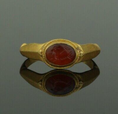 ANCIENT ROMAN GOLD INTAGLIO RING WITH CAPRICORN & TRIDENT - 2nd Century AD