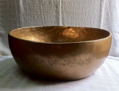 Gehämmerte klangschale 7500g mit Klöppel(Hand beaten singing bowl Nepal)