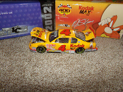 1//64  LOONEY TUNES REMATCH EVENT CAR 2002 ACTION NASCAR DIECAST