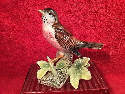 Figurine Majolica Red Breasted Robin Bird on Tree Stump with Leaves c.1940-1960