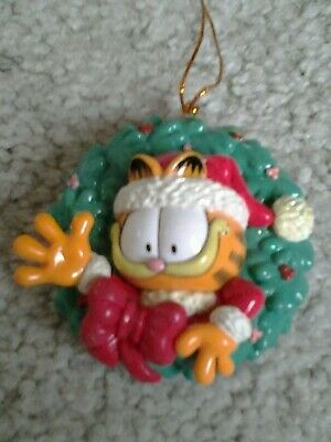 SANTA GARFIELD in WREATH 1980's era resin HANGING CHRISTMAS ORNAMENT from estate