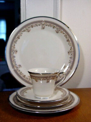 Lenox LACE POINT 5 Piece Place Setting - FIRST QUALITY - NEW!