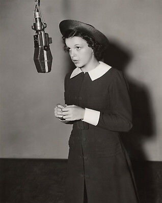 JUDY GARLAND 8x10 PICTURE YOUNG SINGING IN STUDIO PHOTO