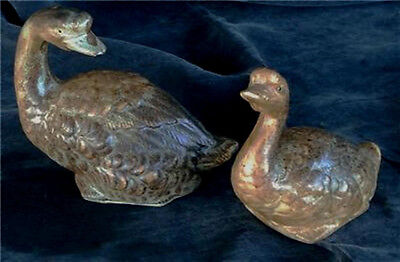Set of 2 Ceramic Geese Figurines.  VERY GOOD CONDITION