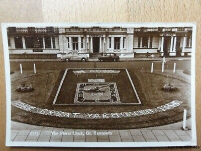 c1955 RPPC - Gt Yarmouth - The Floral Clock