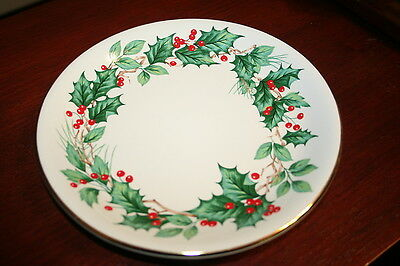 "Lefton CHRISTMAS HOLLY 8"" PLATE Gold Trim perfect condition dated 2000 nice N17"