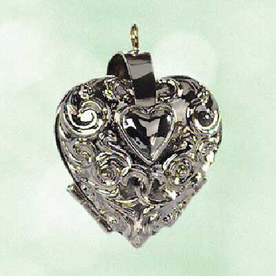 Hallmark Ornament Series 2003 Charming Hearts #1 Miniature Photo Holder #QXM4939