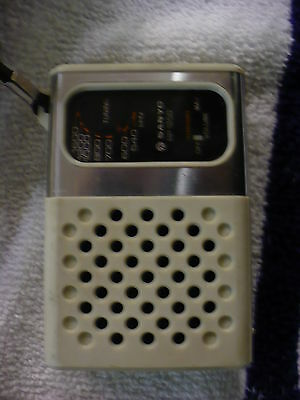 FU-  VINTAGE TRANSISTOR RADIO SANYO RP 1250 (MADE IN SINGAPORE)