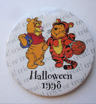 HTF Halloween 1998 Pooh & Tigger Cast Member Pin Back Button