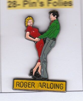 Pinsfolies  Pin's Badge Coinderoux  Roger Arloing Danse femme pin'up Vetements