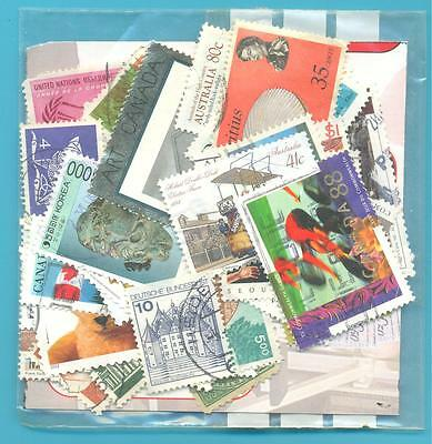 A SMALL COLLECTION OF WORLD STAMPS IN PACKET.(ref.213)USED