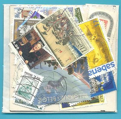 A SMALL COLLECTION OF WORLD STAMPS IN PACKET.(ref.241)USED