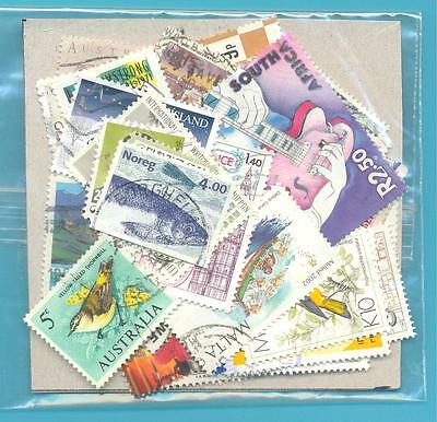 A SMALL COLLECTION OF WORLD STAMPS IN PACKET.(ref.254)USED